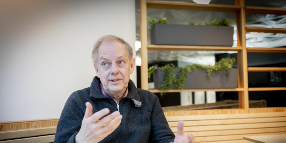 Professor emeritus i nordisk språkvitskap ved Universitetet i Bergen, Gunnstein Akselberg, meiner det er fleire og alvorlege skrivefeil i meldinga frå departementet. Foto: Tor Farstad