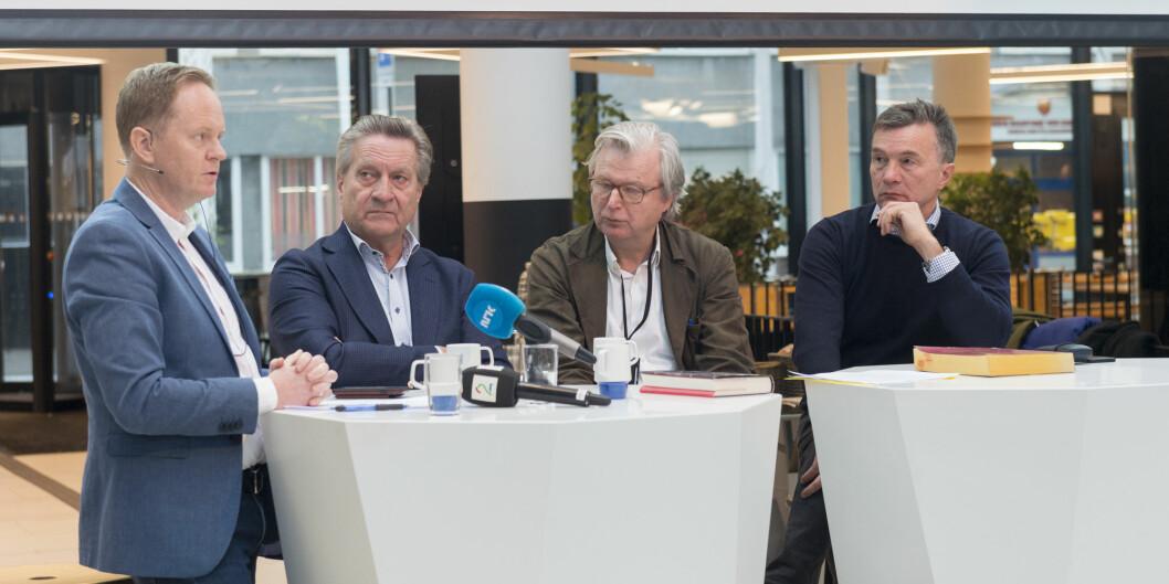 Politivoldsaken, Frode Molven fra forlaget og forfatterne Tom Kristensen, Per Christian Magnus og Bjarne Kvam under pressekonferansen. Kristensen, som er krimforfatter, kom inn i prosjektet i siste fase, for å gjøre manuset mer lesbart. Foto: Tor Farstad