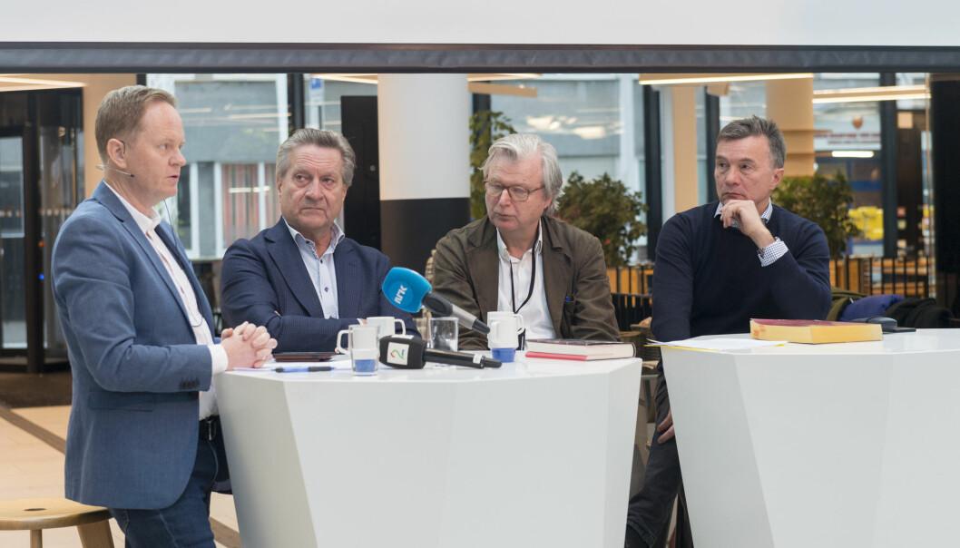 Frode Molven (til venstre), sjefredaktør i Vigmostad & Bjørke er overraska over den uakademiske tonen til universitetsprofessorane. Her frå lanseringa av Politivoldsaken med forfattarane (frå venstre)Tom Kristensen, Per Christian Magnus og Bjarne Kvam. Foto: Tor Farstad