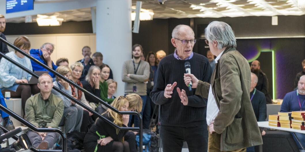 Fra pressekonferansen om boken «Politivoldsaken». Dag Vaula og Per Christian Magnus i samtale. Foto: Tor Farstad.