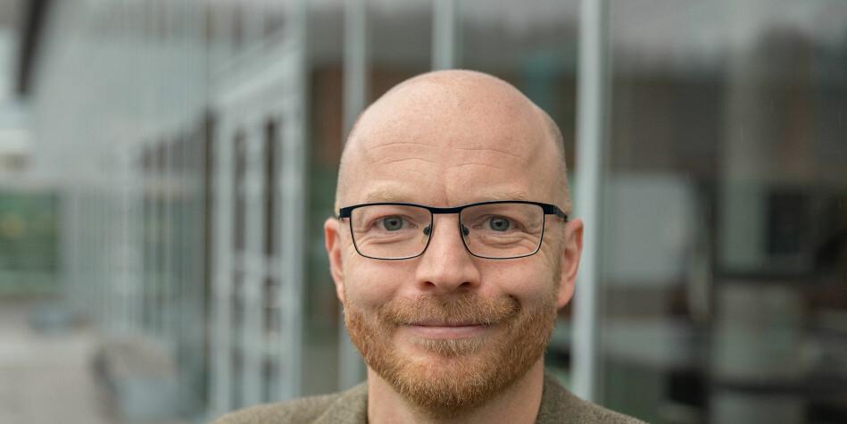 Jo Ese blir en av to prorektorer ved Høgskolen i Østfold. Han begynte 1. november. Foto: HiØ