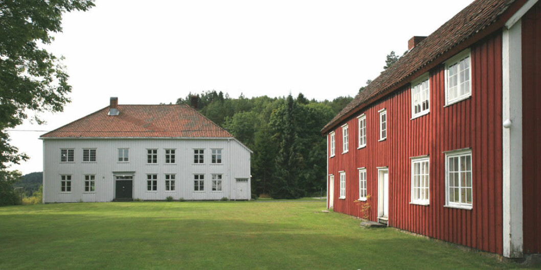 Prestegården på Holt, der seminaret holdt til i andre etasje til venstre, bak de smårutete vinduene.