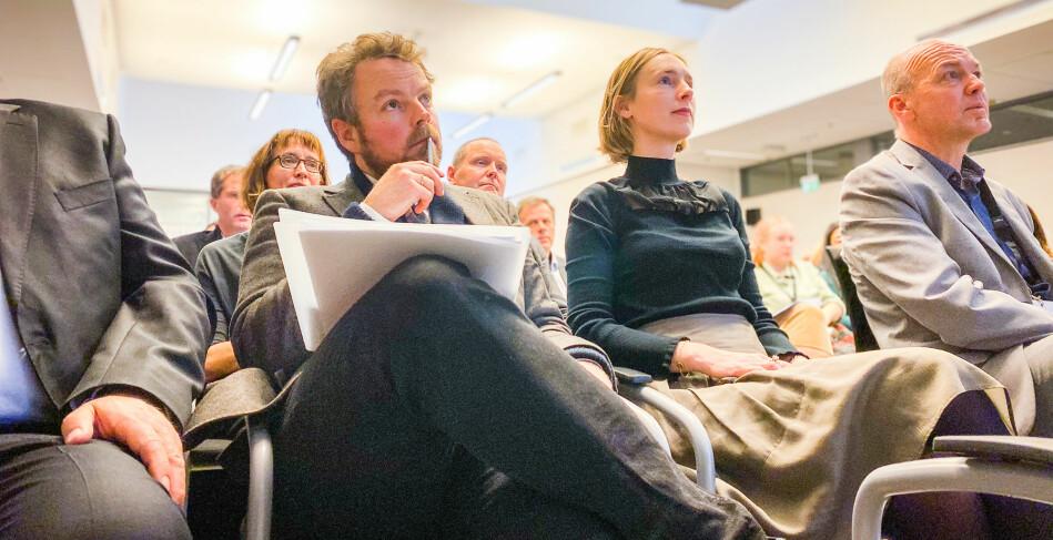 Næringsminister Torbjørn Røe Isaksen (H) og forsknings- og høyere utdaninngsminister Iselin Nybø (V) så opp og fram da de innledet under seminaret om kommersialisering av forskning og innovasjon i dag. Til høyre, Kyrre Lekve i Simula. Foto: Torkjell Trædal