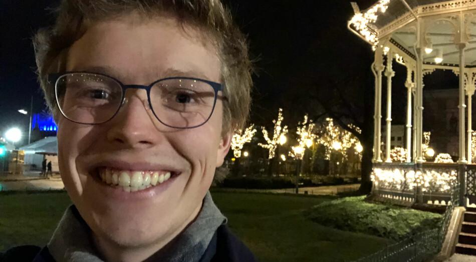 Gard Aasmund Skulstad Johanson har sluttet helt å fly. Men han sverger fortsatt til pinnekjøtt i julen. Foto: Privat