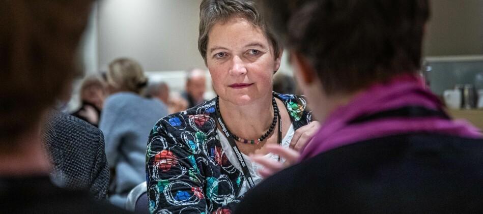 Rektor Hanne Solheim Hansen avviser påstanden om at leiinga straffar fagmiljøet for å ha varsla. Ho seier fagmiljøet både blir og vil bli lytta til. Foto: Siri Øverland Eriksen
