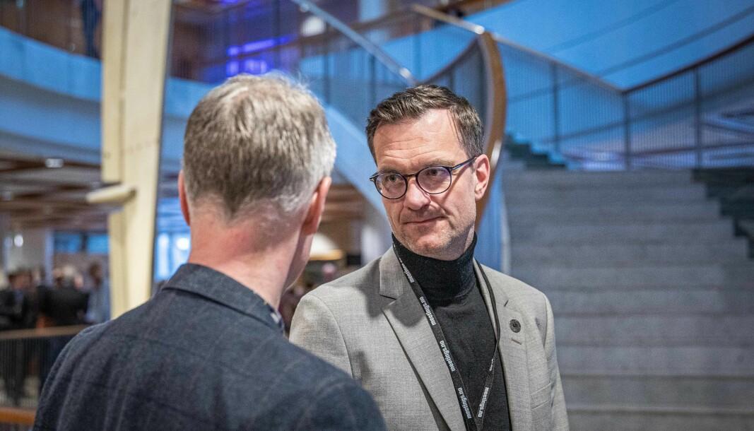 Universitetsdirektør Jørgen Fossland ved UiT Norges arktiske universitet vil inndra ubrukte midler rundt på universitetet for å dekke opp for et merforbruk på rundt 100 millioner kroner.