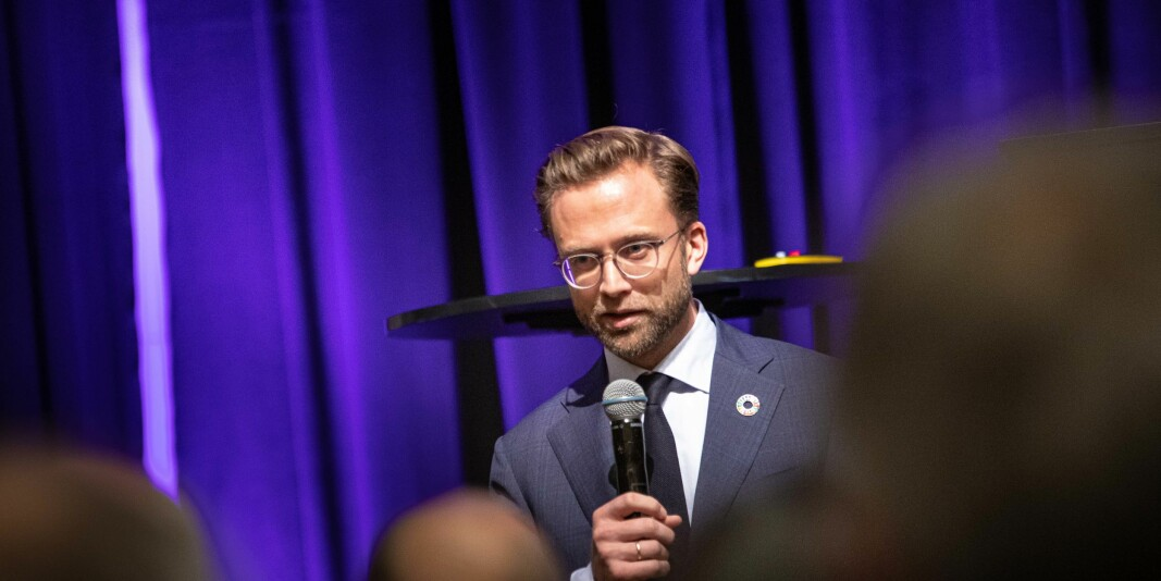 Kommunal- og moderniseringsminister Nikolai Astrup har sendt et nytt forslag på høring, om en lovhjemlet registerordning for statsansattes økonomiske interesser og verv