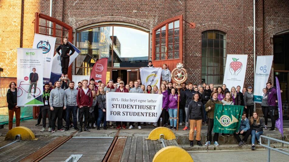 Bilde fra studentorganisasjonene som demonstrerte mitt i eksamenstiden. Foto: BTS