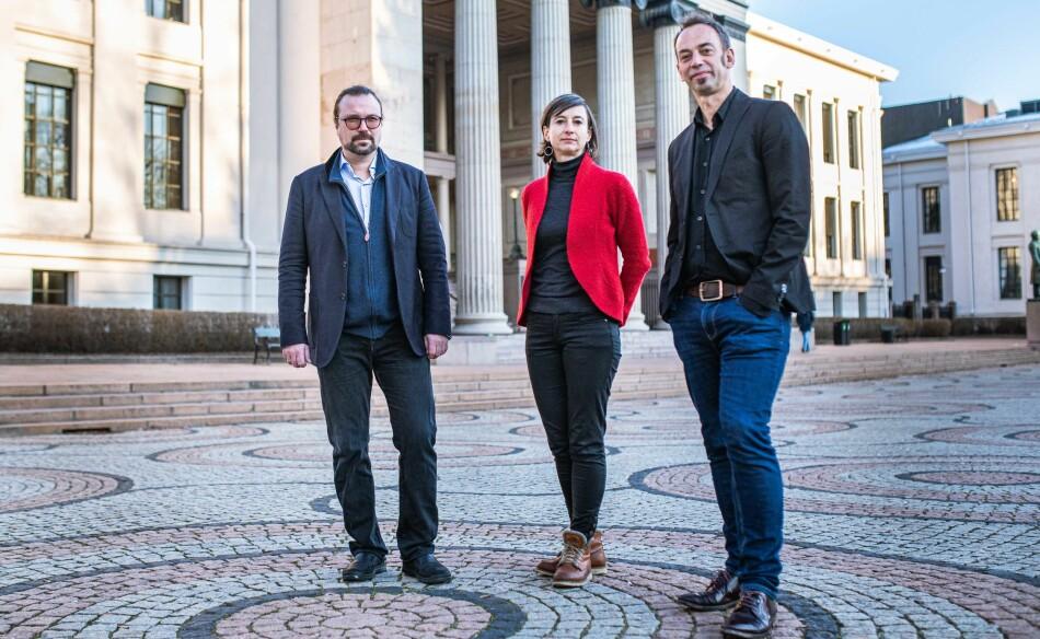 Det er svært vanskelig å få penger til juridisk forskning, mener jussprofessorer ved Universitetet i Oslo. F.v.: Alf Petter Høgberg, Ingunn Ikdahl og Malcolm Langford. Foto: Siri Øverland Eriksen.