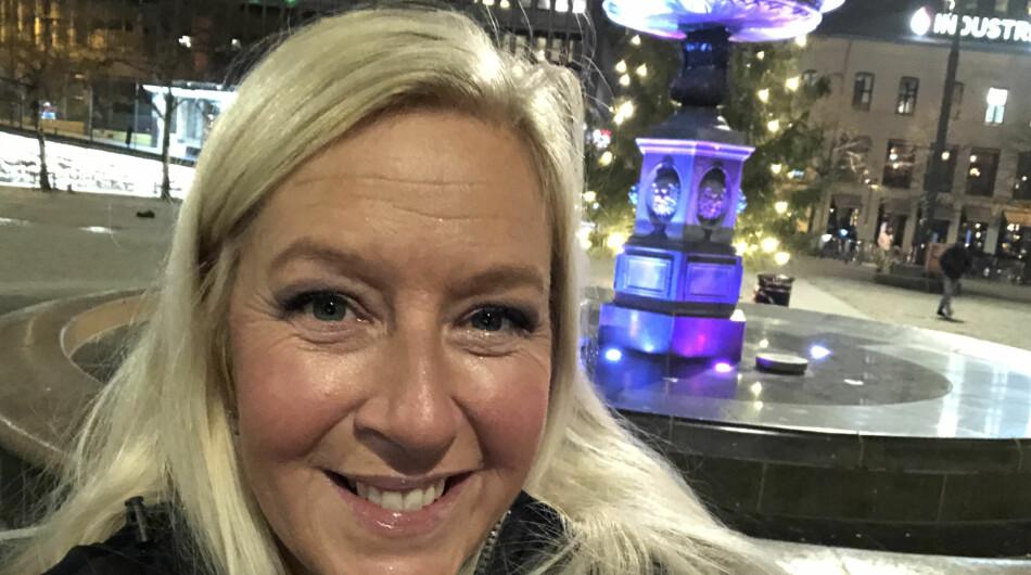 Camilla Roede Skevik i en hovedstad med adventsstemning. Foto: Privat