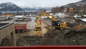 Slik ser det ut ved Høgskulen i Volda. Noverande mediebygg skimtast til venstre, Berte Kanutte framme til høgre. Foto: Johann Roppen/privat