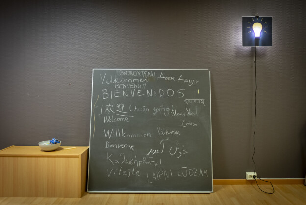 Velkommen, Welcome, Willkommen, Bienvenidos. Institutt for foretaksøkonomi er kanskje like multispråkleg som parallellspråkleg. Foto: Tor Farstad