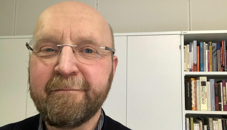 Professor Kåre Sigvald Fugleseth ved Nord universitet, sa opp jobben som senterleder og styrer av doktorgradsprogrammet i studier av profesjonspraksis i protest. Foto: Privat