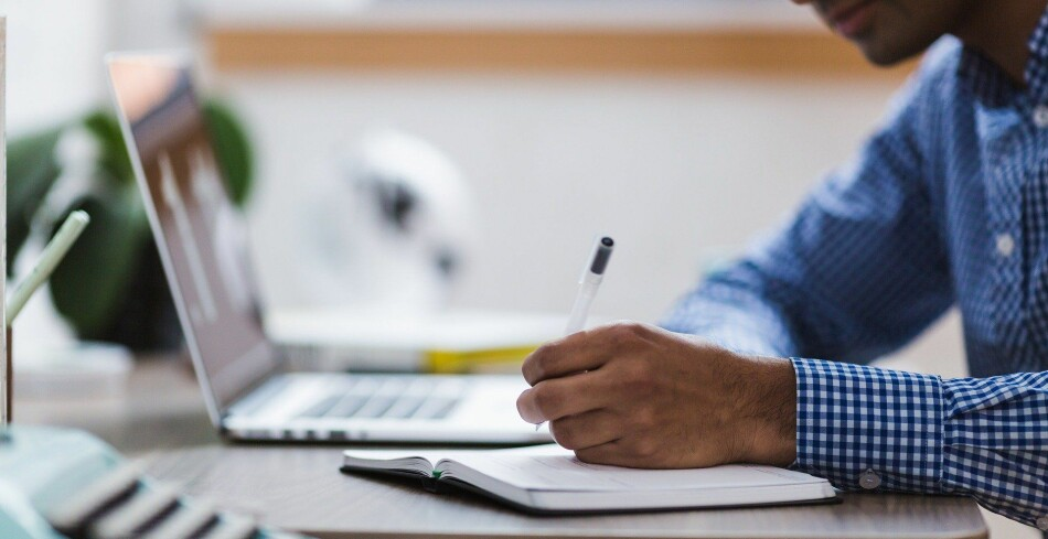Australske forskarar har no kvantifisert i kor stor grad fagleg arbeid trenger inn i fritida. Foto: StockSnap / Pixabay