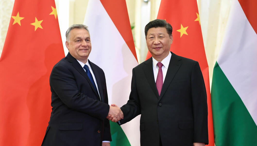 Statsminister i Ungarn, Victor Orbán, møter Kinas president Xi Jinping, under en konferanse i april i fjor. Foto: Xinhua/Sipa USA