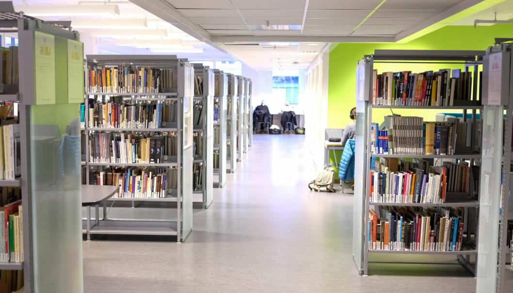 På OsloMet har de skapt et felles rom for film og video skapt på universiteter og høgskoler, forteller direktør for universitetsbiblioteket, Lars Egeland. Foto: Øystein Fimland