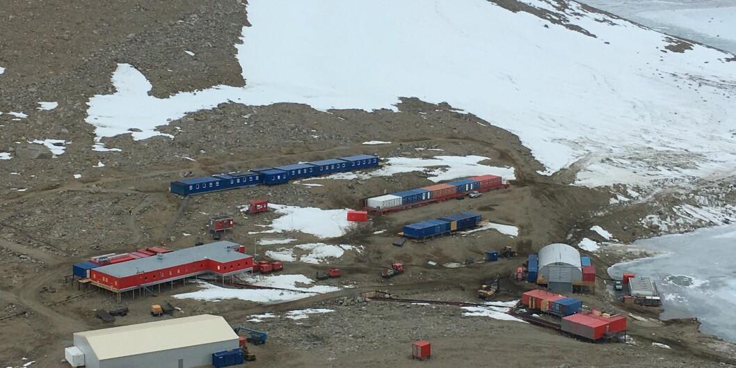 Dette er Troll-stasjonen. Herifrå skjer det forsking heile året, men det er mest aktivitet om sommaren. Foto: Tore Furevik