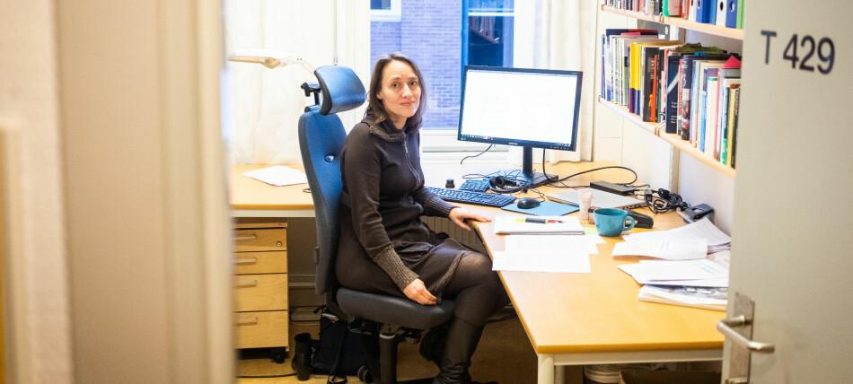 Fekjær bruker langt mer tid på kontoret enn på reise. Det siste har hun nemlig nesten kuttet helt ut. Foto: Torkjell Trædal