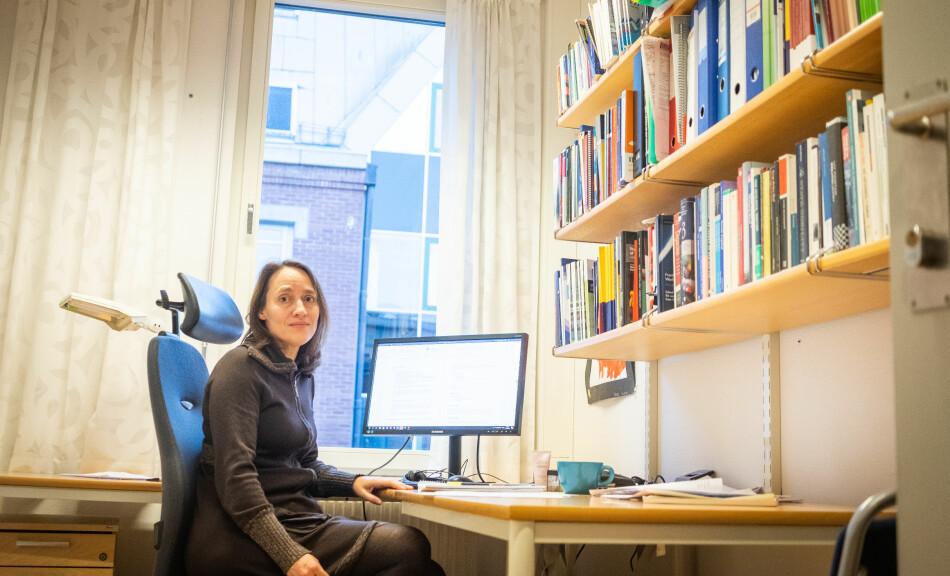 Silje Bringsrud Fekjær er professor ved Senter for profesjonsstudier ved OsloMet. Hun prioriterer hardt mellom ulike oppgaver, og mener vitenskapelige ansatte bør være bevisst hvordan de bruker arbeidstiden sin. Foto: Torkjell Trædal