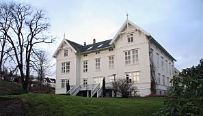 Dagens administrasjonsbygg ved Campus Stord var det første bygget som vart teke i bruk då «Storøens Seminarium» flytta frå Tyse til Rommetveit i 1866. Foto: Joar Hystad