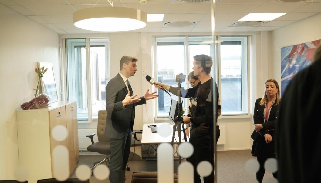 Team Khrono intervjuer den nye ministeren for forskning og høyere utdanning, Henrik Asheim. Foto: Ketil Blom Haugstulen