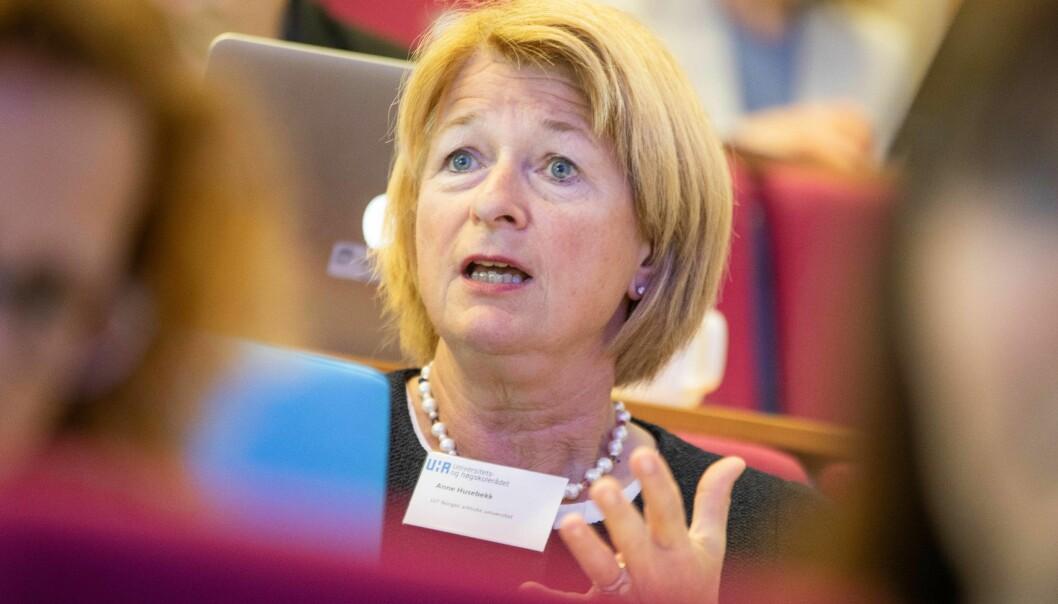 — Det er veldig viktig for oss at vi beholder kontakten med departementet direkte, og at vi for all del ikke ønsker oss en løsning a la utdanningsdirektoratet, sier rektor og leder i Universitets- og høgskolerådet, Anne Husebekk.