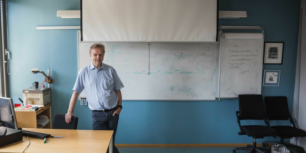 Jusprofessor Olav Torvund ved Universitetet i Oslo, her i en tradisjonell undervisningssituasjon.