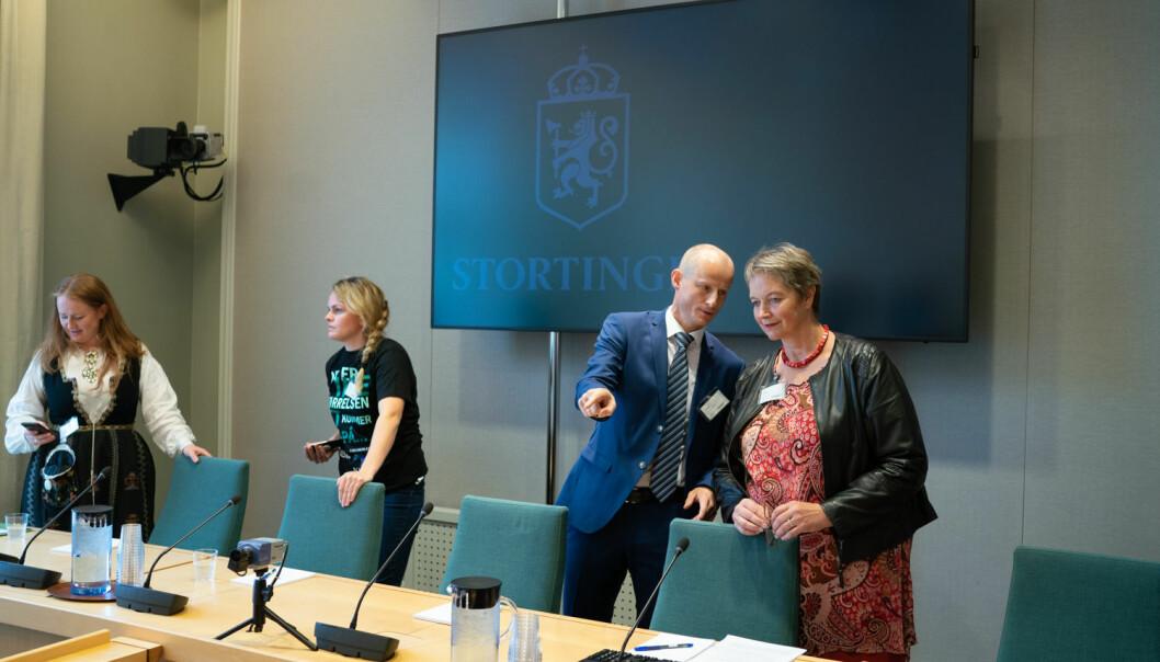 Styret gjorde ein urett då dei la ned campus Nesna, skriv tidlegare Nesna-rektor Arna Meisfjord. Biletet er frå høyringa i Stortinget.