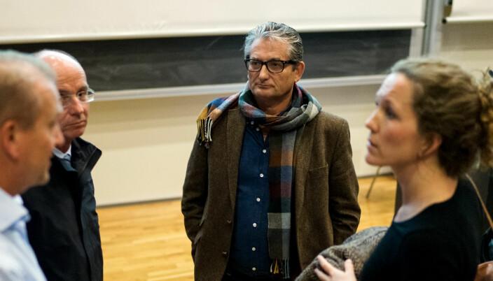 Fakultetsdirektør Gudleik Grimstad sier fakultetet har funnet midlertidige lesesalsplasser til masterstudentene.