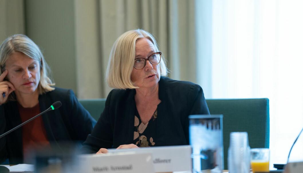 Regjeringen legger opp til kortsiktighet, mer overstyring og uforutsigbarhet, sier Marit Arnstad (Sp) og får følge av Nina Sandberg (Ap) t.v.