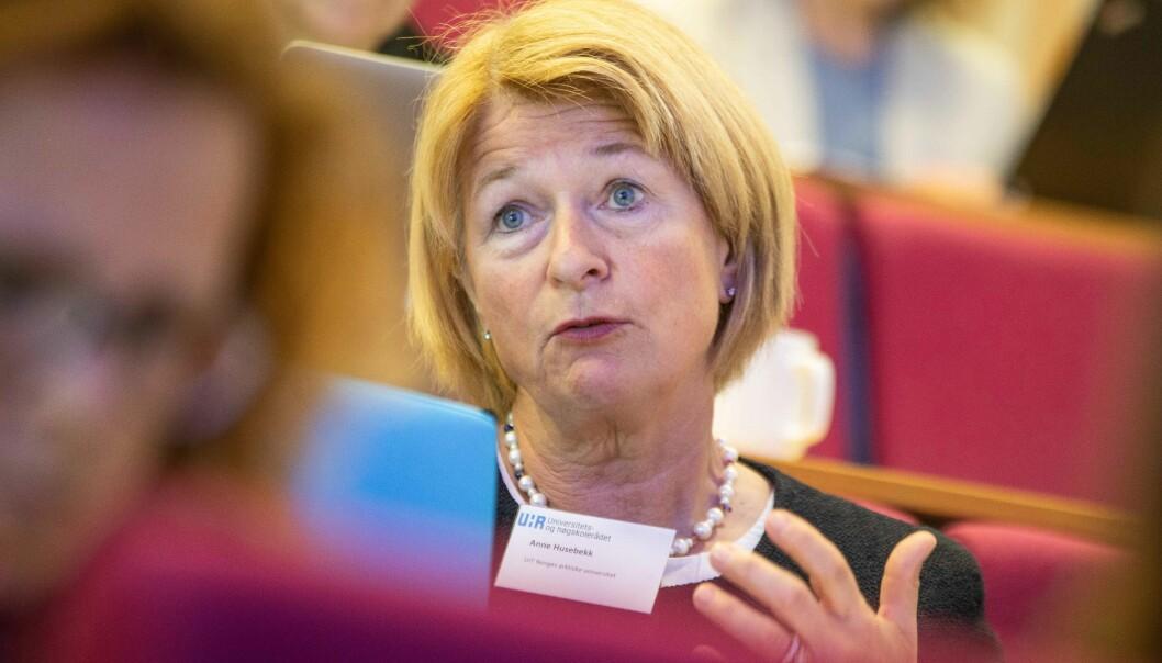Rektor Anne Husebekk ved UiT Norges arktiske universitet har tillit til dekan og instituttleder i saken og vil følge situasjonen videre tett.