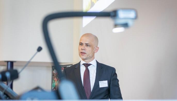 Lars-Petter Jelsness-Jørgensen var valgt rektor ved Høgskolen i Østfold. Nå er han ansatt. Systemet legger opp til karriererektorer, mener han.