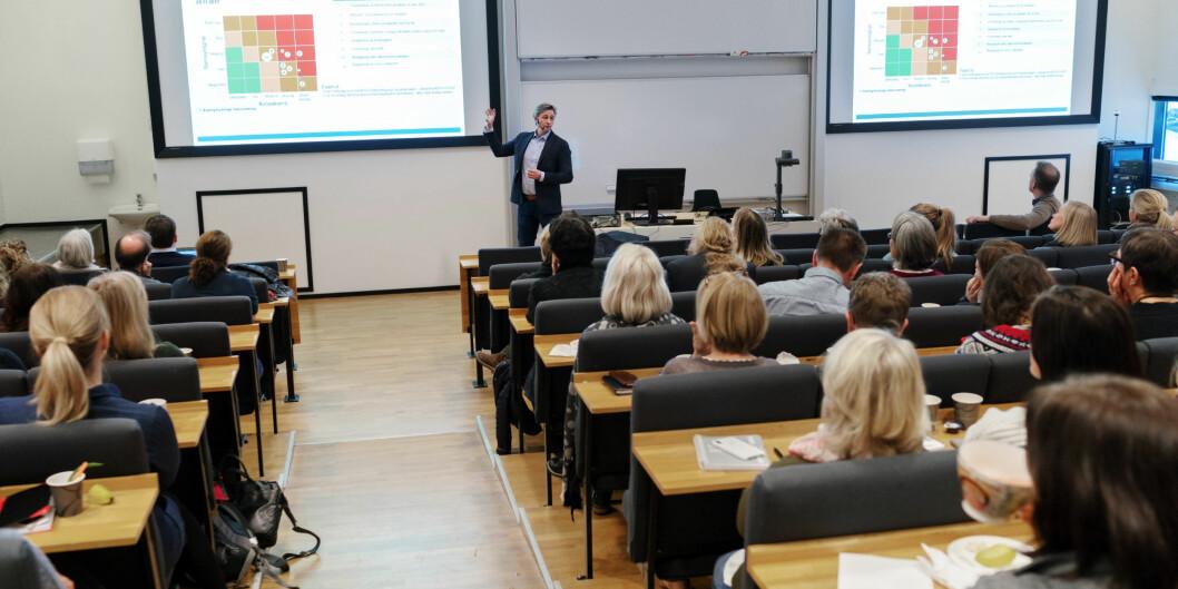 Bildet er fra et allmøte på campus Kjeller. Asbjørn Seim står foran. Foto: Ketil Blom Haugstulen