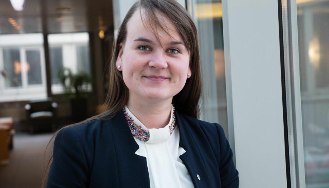 Høyres forsøk på å gjenreise sin troverdighet rundt desentralisert utdanning faller på steingrunn, mener Marit Knutsdatter Strand.