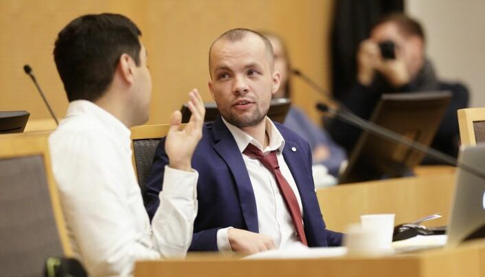Alexander Lundgreen er blant de 163 studentene som har gått til sak mot staten. Her sitter han på vitnebenken i tingretten. Han vitnet også i saken i lagmannsretten.
