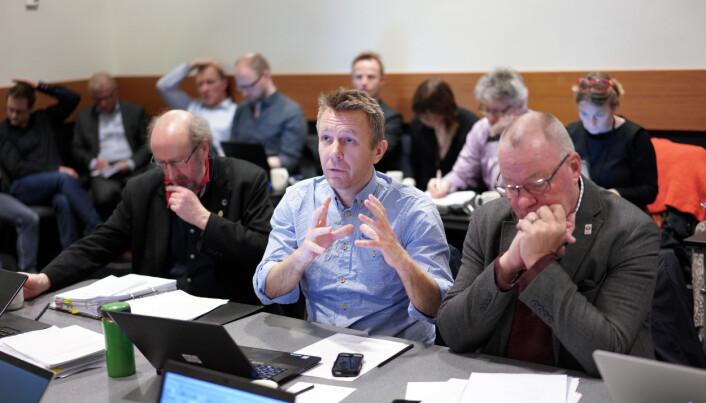 Espen Leirset (i midten) under et tidligere styremøte ved Nord universitet.