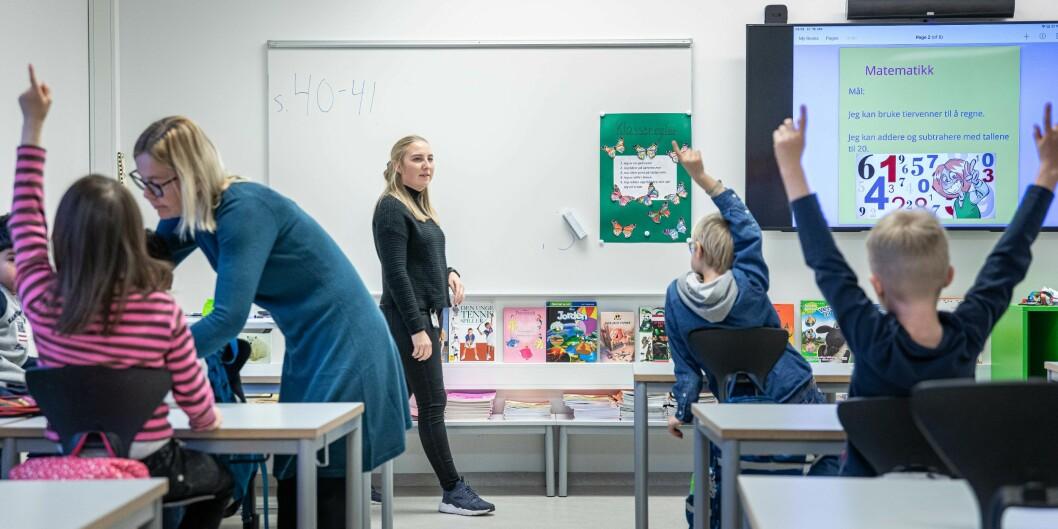 Praksisstudenter fra 3. år på lærerutdanningen trinn 1-7 ved OsloMet i praksis på Rykkin skole.