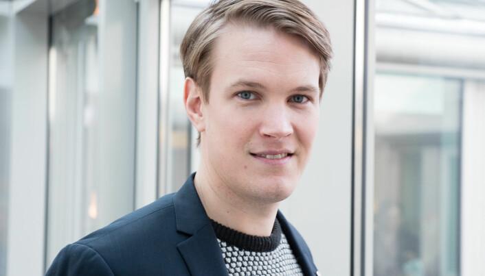Torstein Tvedt Solberg (Ap) trekker fram mangel på lærere som et større problem enn utfordringene og forskjellene mellom små og store skoler.