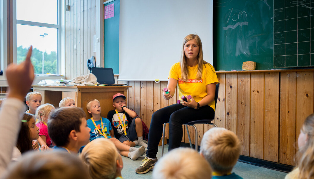 Senterpartiet har i flere år rop varsko og påpekt at alarmen har lyser rødt., skriver Marit Knutsdatter Strand om rekrutteringen til grunnskolelærerutdanningen. På bildet er daværende lærerstudent Sunniva Braaten i sving med sommerjobb på Nøklevann skole på Bøler.