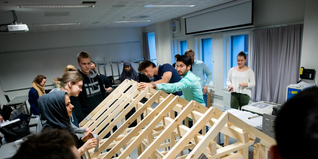 Byggingeniører i arbeid. Ingeniørutdanningene er plassert i nest nederste kostnadskategori, det ønsker NITO å gjøre noe med.