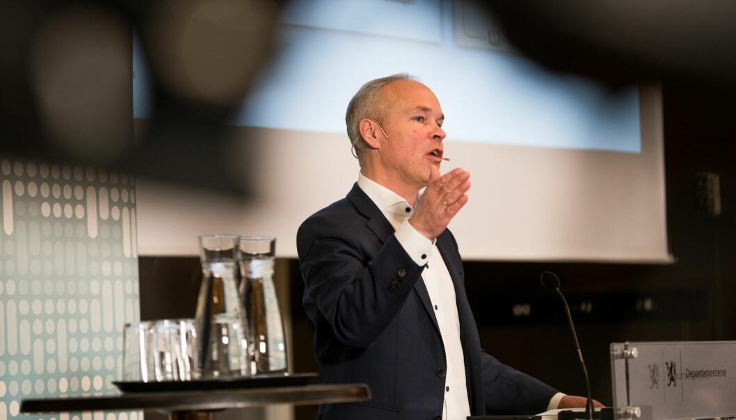 Finansminister Jan Tore Sanner kunne mandag ettermiddag fortelle at regjeringen ønsker å forlenge muligheten til å ta utdanning mens man går på dagpenger.