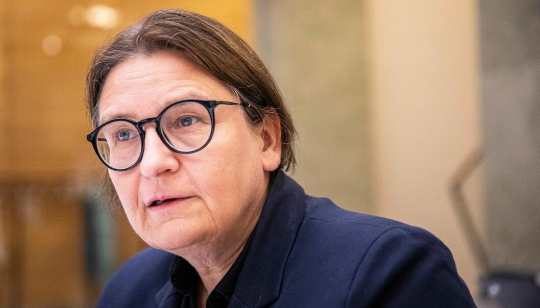 Dekan ved Det juridiske fakultet på Universitetet i Oslo, Ragnhild Hennum, må svare for seg etter at det nå innføres nye eksamensformer.