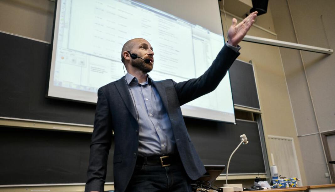 Professor i fysikk, Anders Malthe-Sørenssen, står bak et av sentrene for fremragende utdanning som fikk penger i fem nye år.