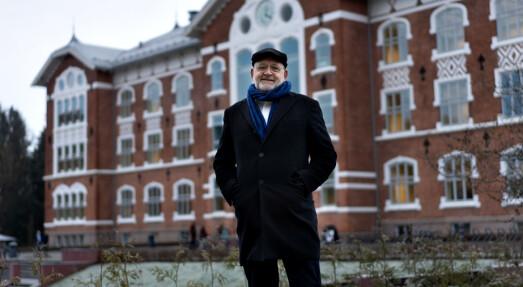 Fortsatt ansatt rektor i Ås