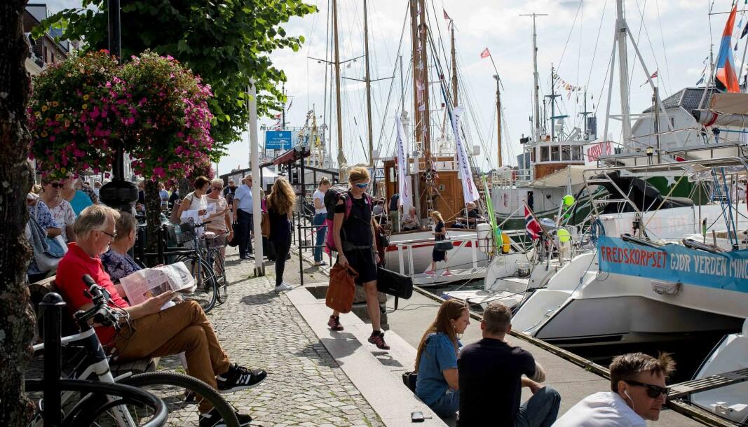 Arendalsuka har 10-årsjubileum i år. og 1088 arrangemnenterc er meldt inn.Her fra Langbrygga i Arendal under en tidligere uke.