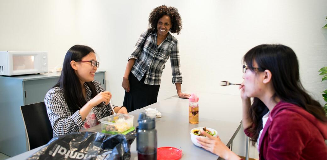 Internasjonale studenter får mer tid til bevise at de kan betale for mat på bordet og husleie. Her er internasjonale studenter fra en tidligere Khrono-reportasje.