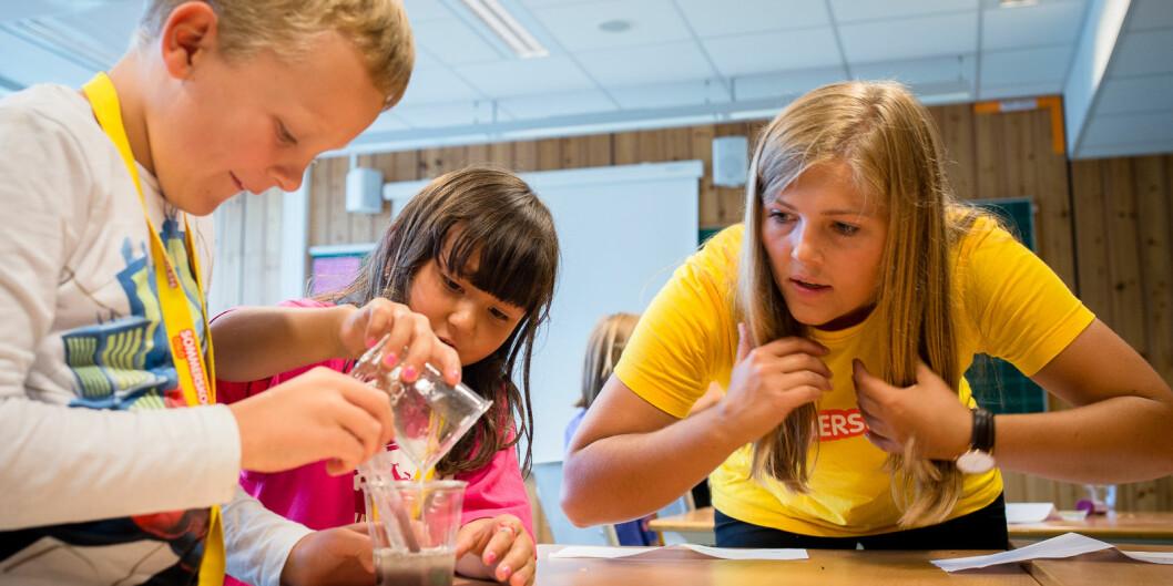 Daværende lærerstudent på HiOA (nå OsloMet) Sunniva Braaten, som lærer på sommerskolen i Oslo.