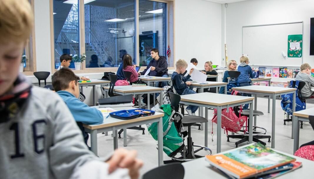 SSBs og departementets tabeller viser feilaktig at vi kan få overskudd på lærere allerede i nær fremtid. . Men grunnskolestatistikken viser at lærermangelen er på cirka 2000 årsverk, som det kreves cirka 2500-3000 lærere for å dekke, avhengig av hvor stor stillingsbrøk lærerne har, skriver professor emeritus Karl Øyvind Jordell.