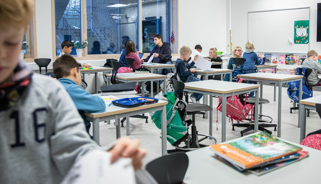 Bildet er tatt før pandemi var et dagligdags ord. Her har fire grunnskolelærerstudenter praksis på Rykkin skole. I beregensområdet har det nå vært usikkerhet knyttet til om studenter kan ha praksis eller ei - på grunn av tilfeller av mutert koronavirus.