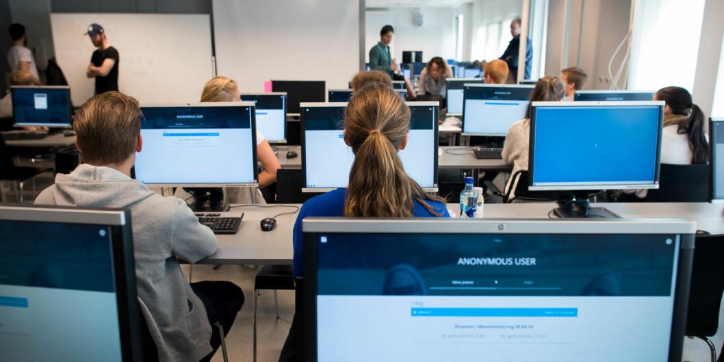 Midt i den digitale entusiasmen er det minst like viktig å trekke pusten, sette ned det analoge beinet og tenke klokt, skriver førstelektor ved UiT Norges arktiske universitet, Beate Ytreberg.